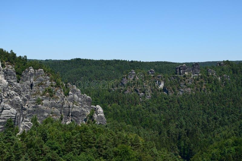 Formación de roca de Bastai Suiza sajona en tiempo de verano, Alemania foto de archivo libre de regalías