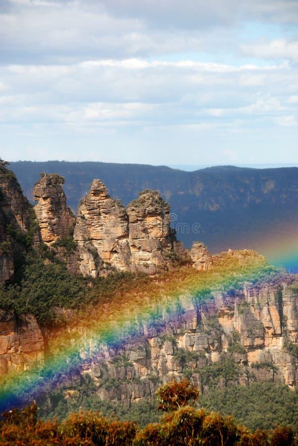 Formación de roca con el arco iris foto de archivo