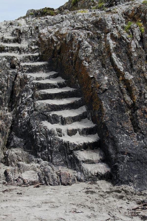 Formación de roca con los pasos de piedra foto de archivo