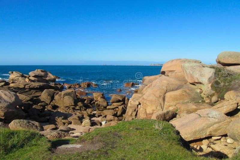 Formación de roca del granito en la playa del mar foto de archivo libre de regalías