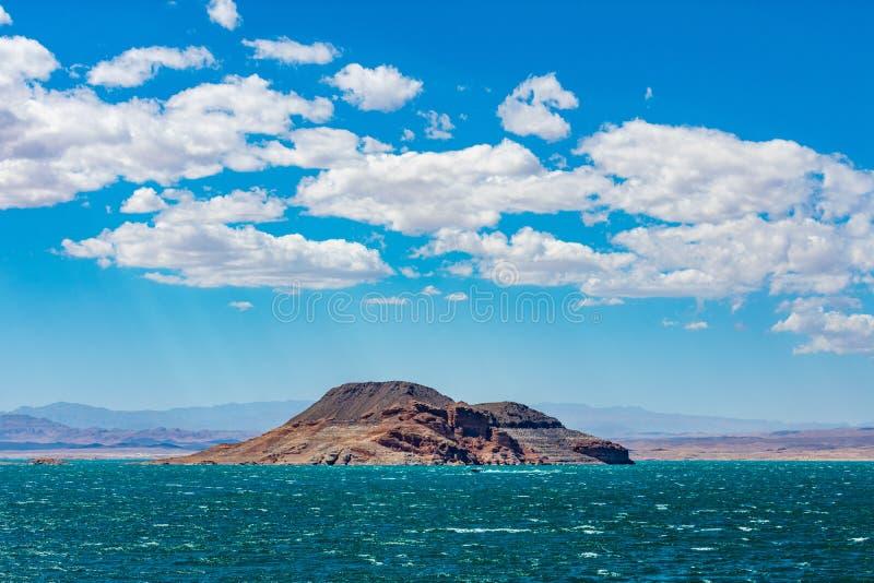 Formación de roca del lago Mead con las nubes foto de archivo