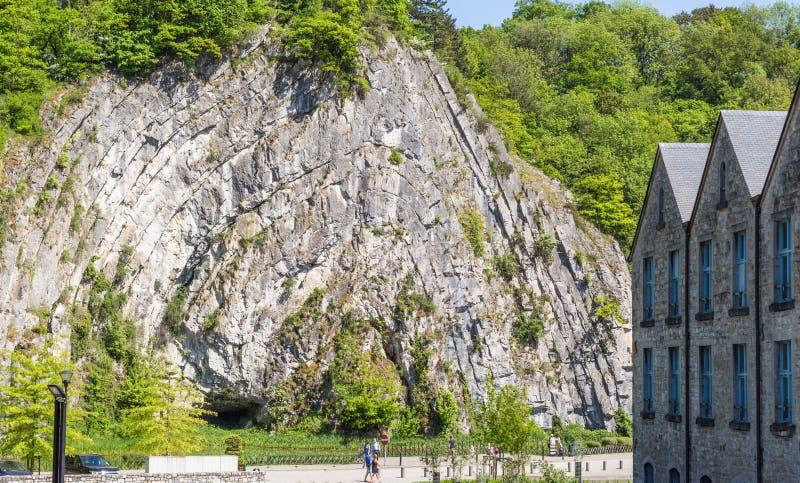 Formación de roca interesante en ciudad fotografía de archivo libre de regalías
