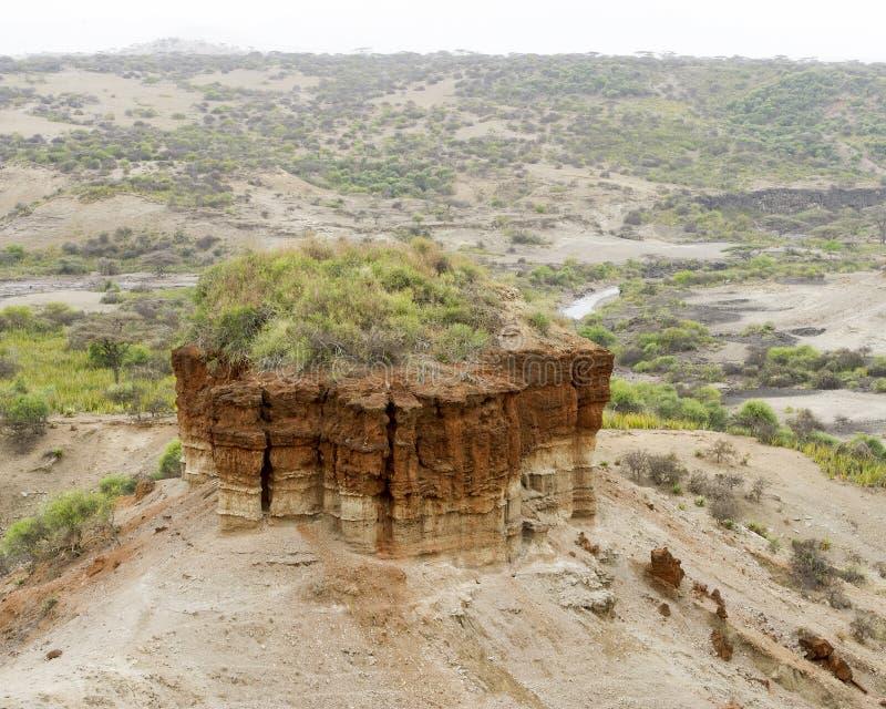 Formación de roca roja en la garganta de Oldupai del paisaje imagen de archivo libre de regalías