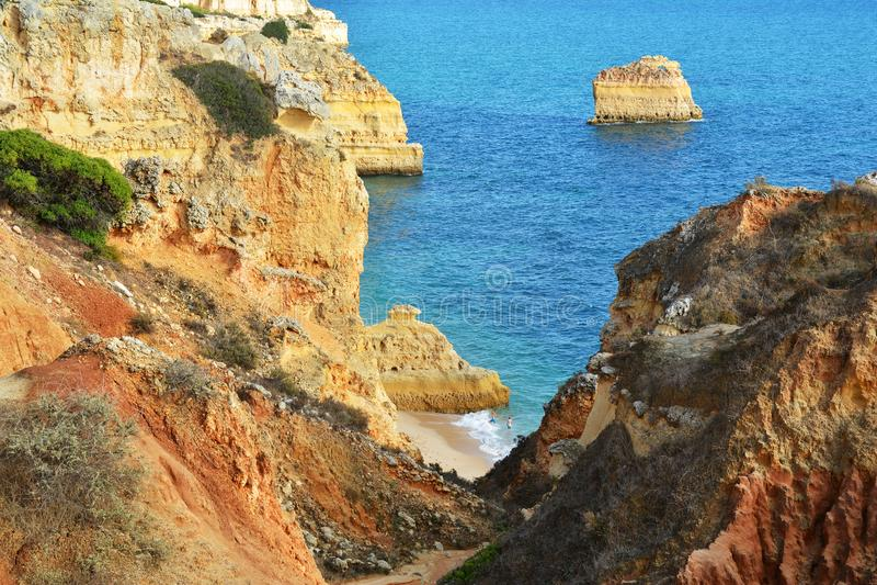 Formación de rocas de Algarve imágenes de archivo libres de regalías