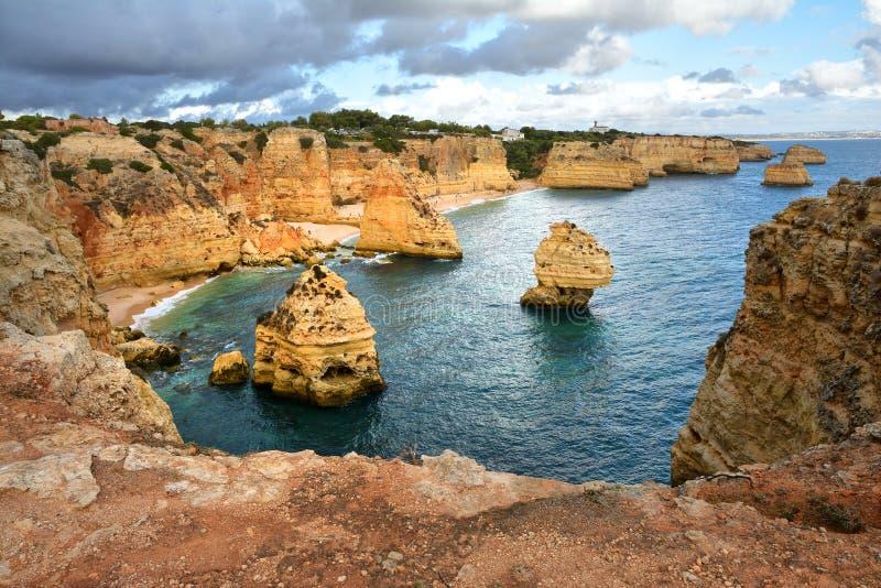 Formación de rocas de Algarve fotografía de archivo libre de regalías