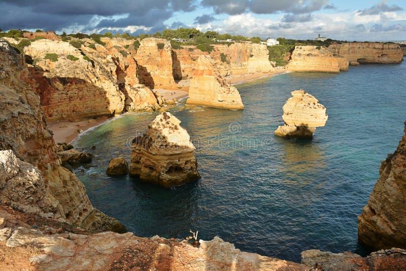 Formación de rocas de Algarve fotos de archivo