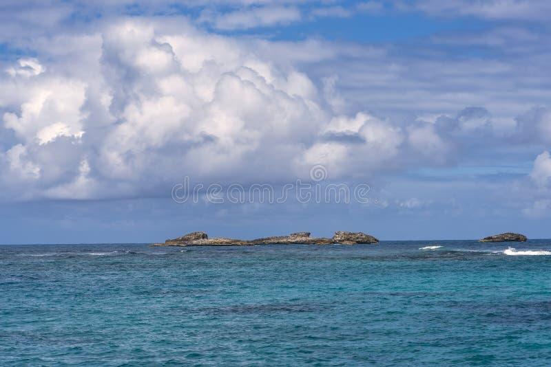 Formación de rocas en el Mar Caribe fotos de archivo libres de regalías