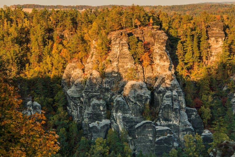 Formación de rocas en las montañas Elbe Sandstone foto de archivo