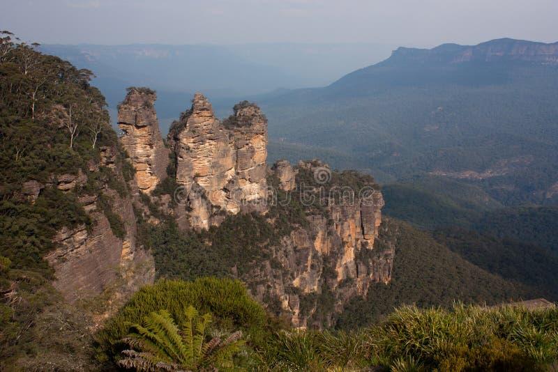 Formación de tres hermanas en las montañas azules fotos de archivo libres de regalías