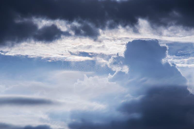Formación dramática de las nubes fotografía de archivo