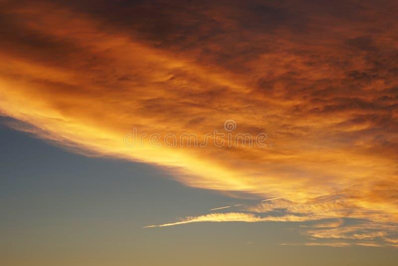 Formación suave, mullida y colorida de la nube imagen de archivo