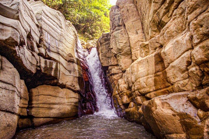 Formación Yumenguan del agua de la roca fotografía de archivo