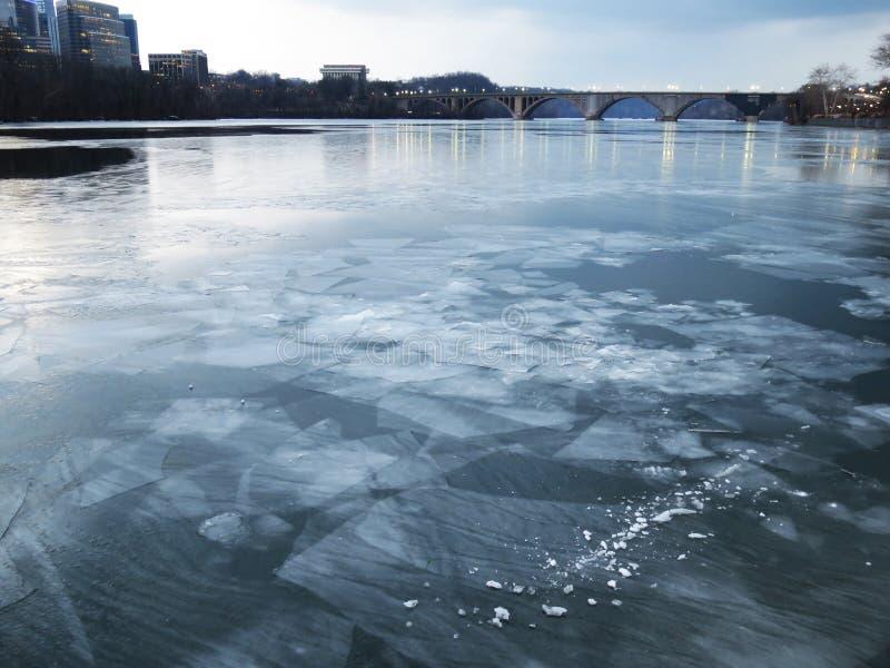 Formaciones de hielo del río Potomac foto de archivo