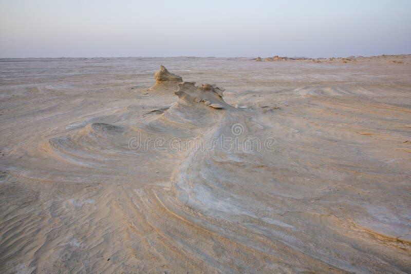 Formaciones de la arena en un desierto cerca de Abu Dhabi foto de archivo libre de regalías