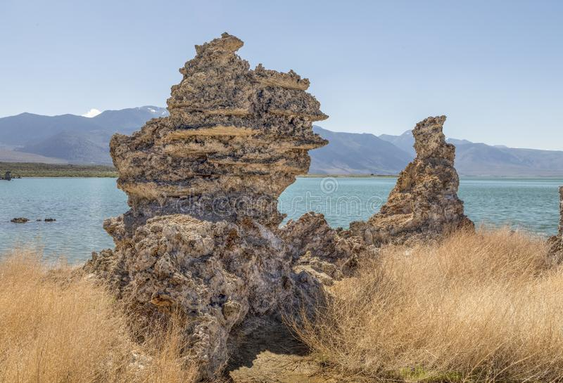 Formaciones de la toba volcánica en el mono lago - California imagen de archivo