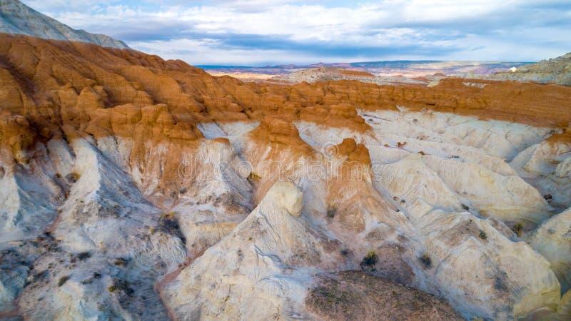 Formaciones de roca únicas para un acantilado colorido en Utah meridional fotografía de archivo