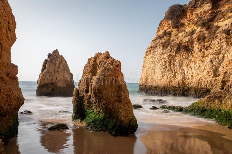 Formaciones de roca en DOS Tres Irmaos del Praia fotografía de archivo