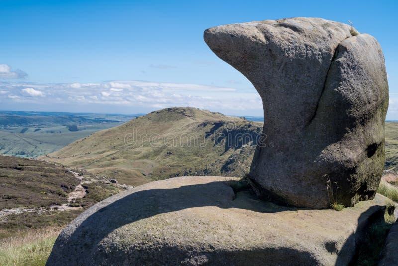 Formaciones de roca en el valle en el parque nacional del distrito máximo, Derbyshire de la esperanza imagen de archivo libre de regalías