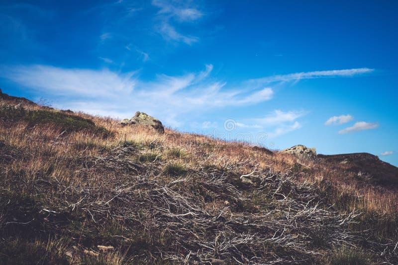 Formaciones de roca en el valle en el parque nacional del distrito máximo, Derbyshire de la esperanza foto de archivo
