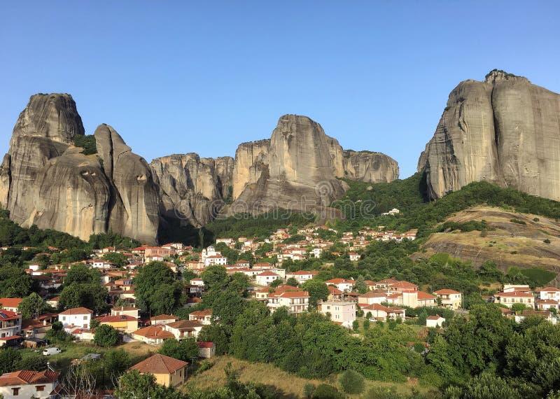 Formaciones de roca increíbles en Meteora Kalambaka, Kastraki, Grecia central foto de archivo libre de regalías