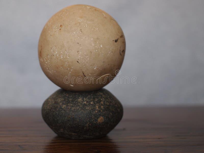 Formade och staplade stenar arkivfoton