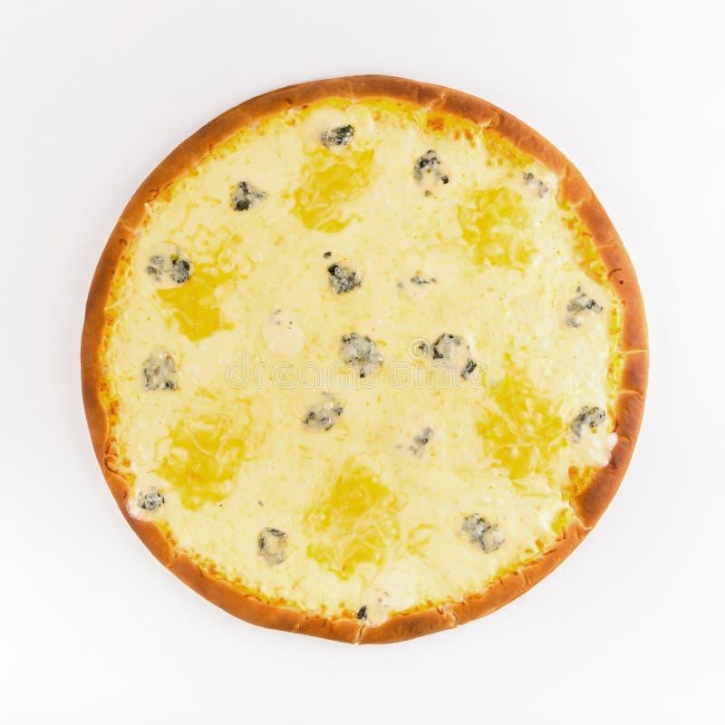 Formaggi caldi della pizza quattro su un fondo bianco Vista superiore fotografia stock libera da diritti