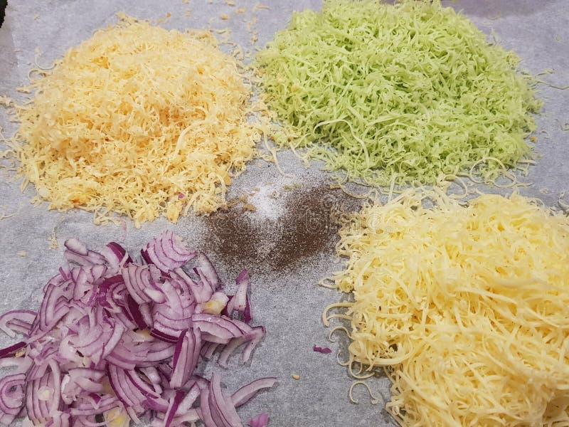 3 formaggi e cipolle immagine stock