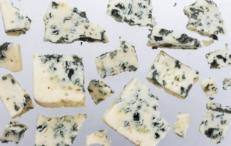 Formaggio blu danese isolato su fondo bianco fotografia stock