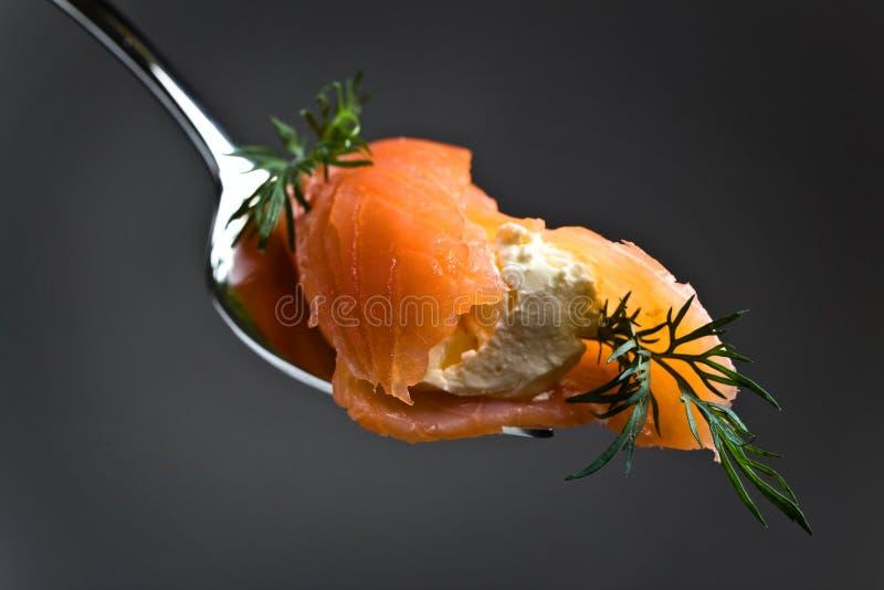 Formaggio cremoso, del salmone affumicato ed aneto immagine stock libera da diritti