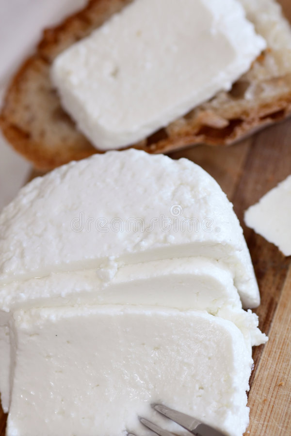 Formaggio e pane affettati immagine stock libera da diritti
