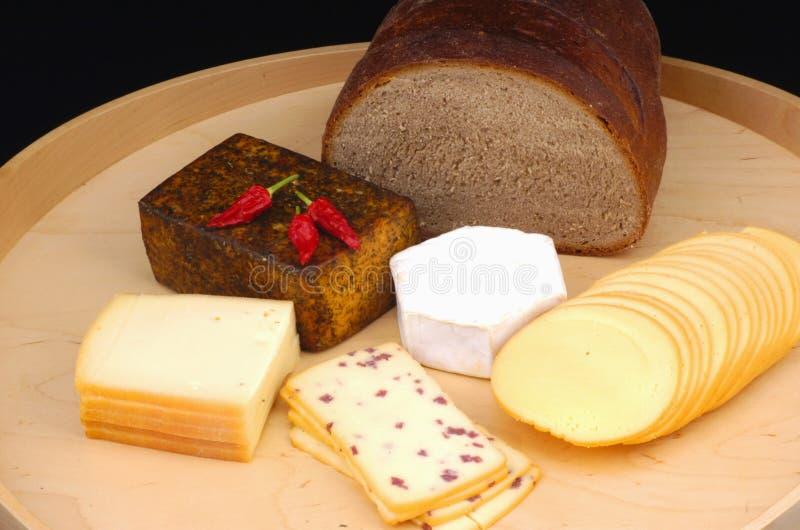 Formaggio e pane differenti fotografia stock