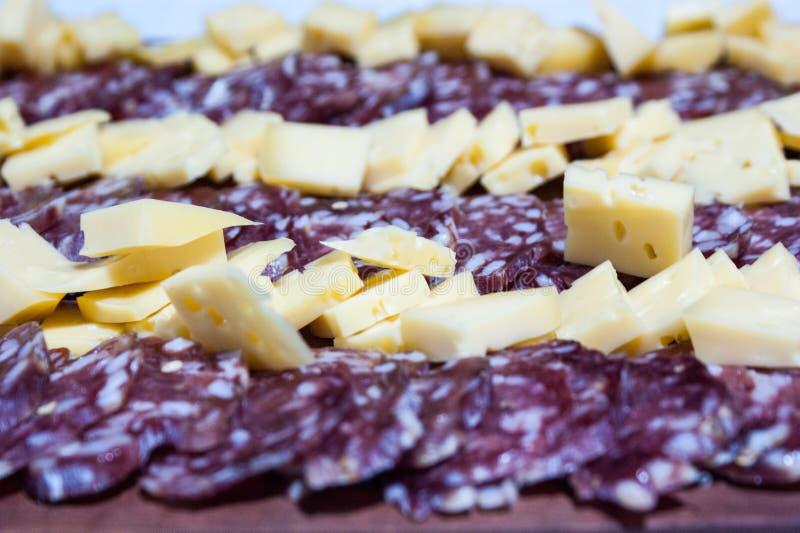 formaggio e salame, specialità gastronomiche dall'Argentina fotografia stock
