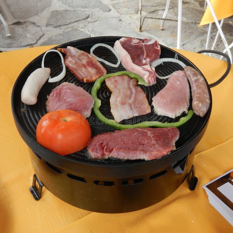 Formaggio fuso e patate con carne e le verdure fotografia stock