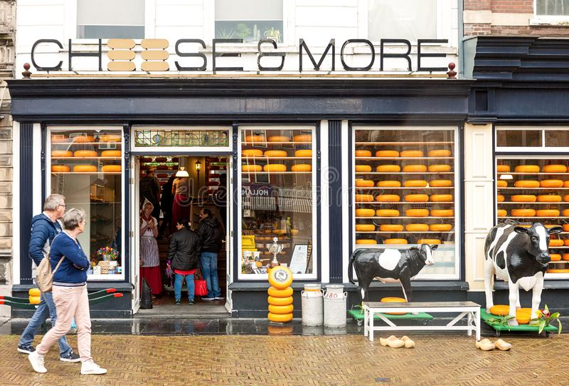 Formaggio olandese ed entrata tradizionali del negozio della latteria fotografie stock
