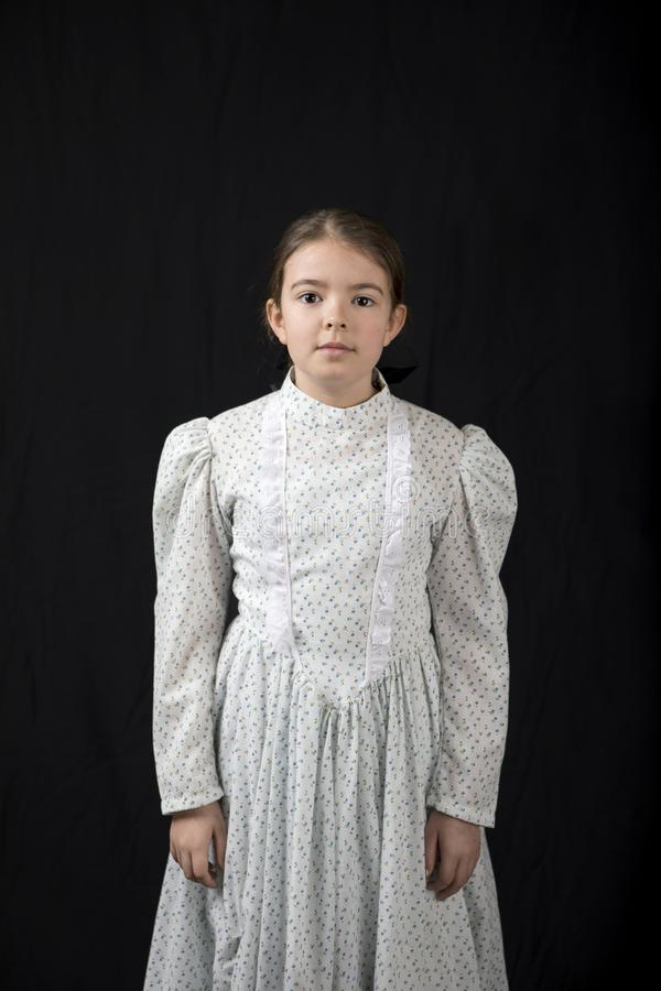 Formal, diretamente retrato da menina na roupa do vintage fotos de stock royalty free