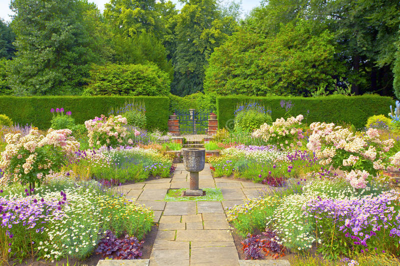 Download Formal English Garden. Stock Image. Image Of Flagged   32717693