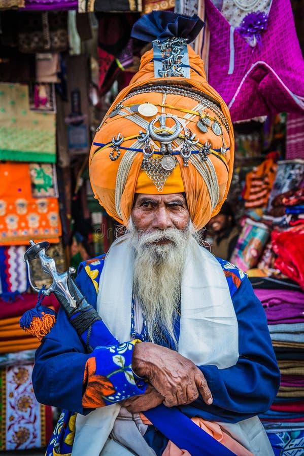 Formale Indien-Kleidung, Inhaber eines Shops oben gekleidet stockbilder