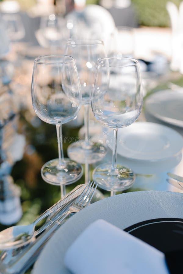 Formaler Abendessenservice an einem Hochzeitsbankett stockfotos
