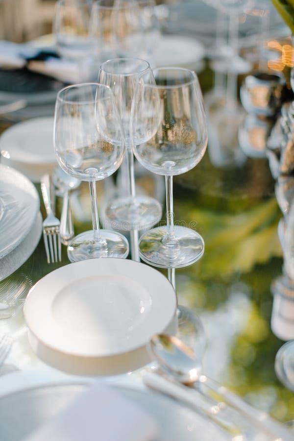 Formaler Abendessenservice an einem Hochzeitsbankett stockbild