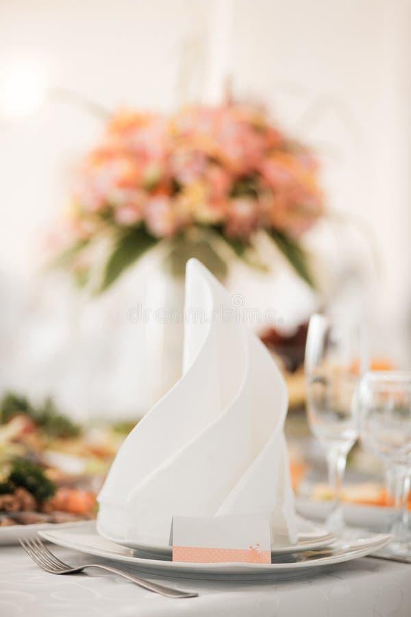 Formaler Abendessenservice wie an einem Hochzeit banque lizenzfreies stockbild