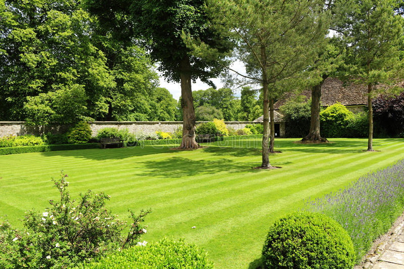 Formaler englischer Garten stockfotografie