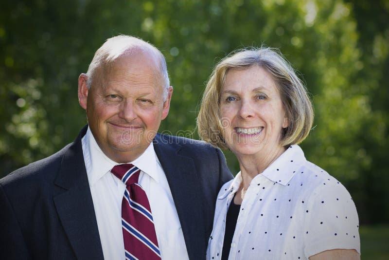 Formales älteres Paar-Porträt stockfoto