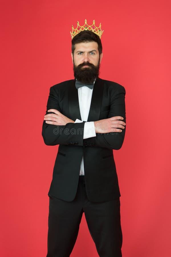 Formalnej odzieży męska moda dla dużego szefa Brodaty dużego szefa mężczyzna w smokingu i łęku krawacie Egoisty biznesmen w smoki zdjęcia stock