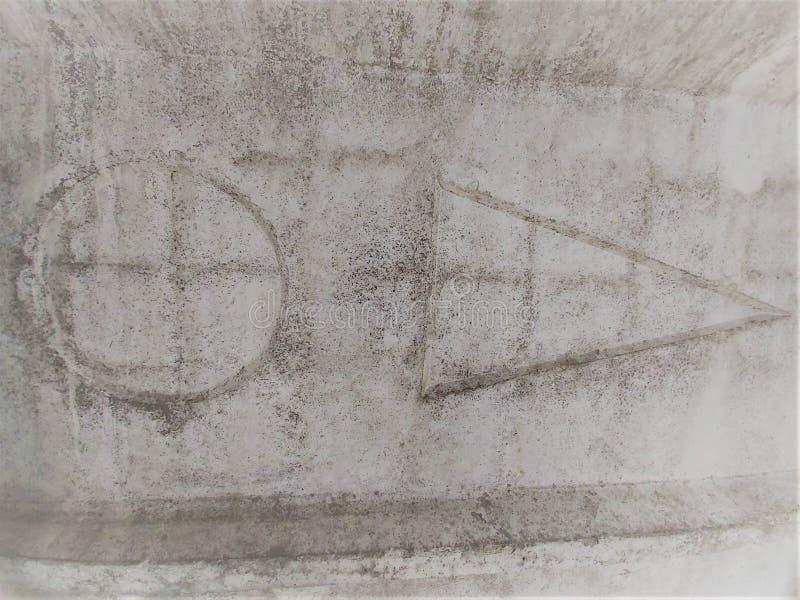 Formalnie tło geometryczni kształty na szarej betonowej ścianie obrazy royalty free