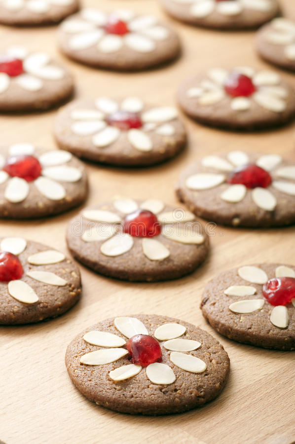 Download Formas Diferentes De Bolinhos Do Pão-de-espécie Foto de Stock - Imagem de gingerbread, gourmet: 26522100