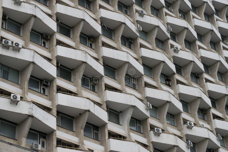 Formas geométricas en un edificio soviético en Chisinau imagenes de archivo