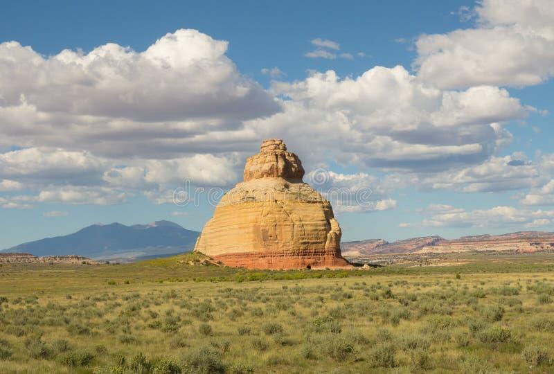 Formas inusuales de la roca en el desierto imagen de archivo