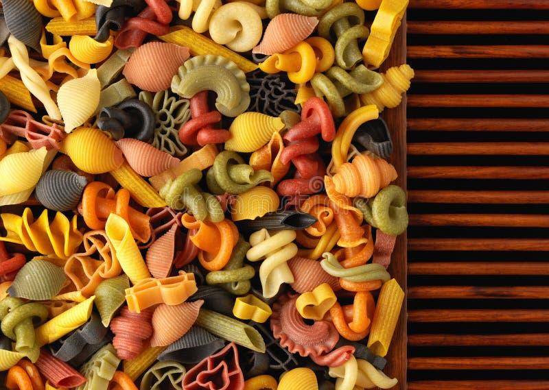 Formas secadas de las pastas en los listones de madera fotografía de archivo libre de regalías