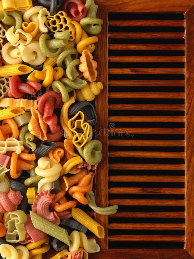 Formas secadas de las pastas en los listones de madera imagen de archivo libre de regalías