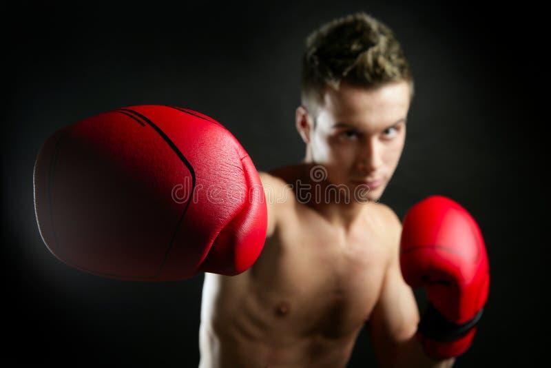 format barn för boxning man arkivbilder